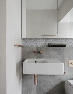 Trendy bathroom vanity hardware home decor ideas Bathroom Tile Designs, Bathroom Layout, Bathroom Wall, Bathroom Interior, Modern Bathroom, Small Bathroom, Master Bathroom, Bathroom Ideas, Minimalist Bathroom
