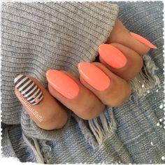 Not all stripes are alike and I absolutely LOVE this striped image from the @dixie_plates Summer01 plate. The image is large enough that you can stamp it vertically OR horizontally on the nail. (Paired here with @bundlemonster Beach Buns soak off gel polish)