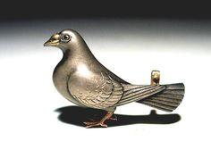 金工鳩帯留め(景山)3.9cm Pigeon, Metal Working, Kimono, Auction, Japanese, Bird, Antiques, Sash, Brooches