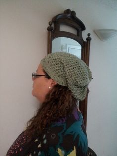 Handmade slouchy hat. Measures aprox. 21 inches in diameter. Can be made to fit (specify the measure of your head). As always made with love in every stitch!!! Find it at http://needlesandstitches.storenvy.com/