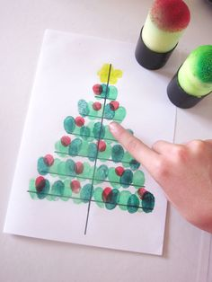 DiY Christmas tree card with fingerprints Christmas Arts And Crafts, Christmas Tree Cards, Preschool Christmas, Christmas Activities, Kids Christmas, Holiday Crafts, Theme Noel, Diy For Kids, Images
