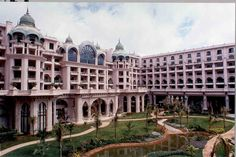 Luxury Hotels in India - Building Traveling