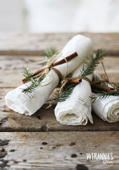 Let's set the Christmas table for the feasts ahead! I am set out to make a bit of extra effort at setting the Christmas dinner table this year. Christmas Place, Rustic Christmas, Christmas And New Year, White Christmas, Christmas Holidays, Christmas Crafts, Xmas, Minimalist Christmas, Christmas Table Settings