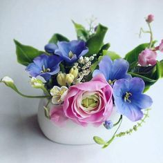Country Flower Arrangements, Artificial Flower Arrangements, Vase Arrangements, Beautiful Flower Arrangements, Small Vases With Flowers, Flower Vases, Orange Wedding Flowers, Wedding Flower Decorations, Table Decorations