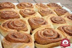 Dán fahéjas csiga 1 Deserts, Pie, Sweets, Cookies, Food, Torte, Crack Crackers, Cake, Good Stocking Stuffers