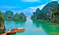 Halong Bay is a beautiful natural wonder in Vietnam, located in Quang Ninh province, Vietnam. Ha Long Bay one of Vietnam's most popular places to visit. Wallpaper 3840x2160, Nature Wallpaper, Scenery Wallpaper, Vietnam Tours, Vietnam Travel, Visit Vietnam, North Vietnam, Beautiful Vietnam, Ha Long Bay