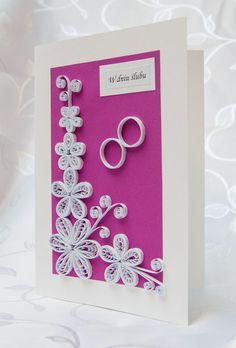Invitación para boda con flores de papel.
