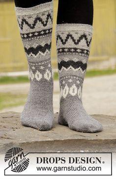 Socks & Slippers - Free knitting patterns and crochet patterns by DROPS Design Knitting Patterns Free, Free Knitting, Free Crochet, Knit Crochet, Crochet Patterns, Drops Design, Knitted Headband, Knitted Hats, Magazine Drops