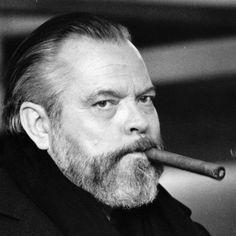 Orson Welles: http://en.wikipedia.org/wiki/Orson_Welles