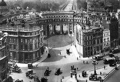Buyenlarge Admiralty Arch, London Photographic Print Size: H x W x D Vintage London, Old London, London Art, Victorian London, Victorian Era, London Poster, London History, England, London Bridge