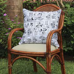 Almohadón decorativo de tejido Canvas Verona, disponible en el diseño de Mickey Mouse.