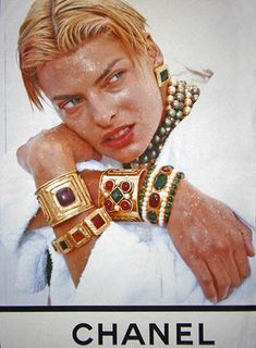 Linda Evangelista for Chanel, 1991 80s Jewelry, Chanel Jewelry, Cheap Jewelry, Vintage Jewelry, Fashion Jewelry, Jewlery, Chanel Fashion, 90s Fashion, Vintage Fashion