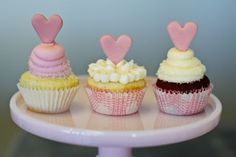 love the hearts on these cupcakes!