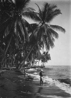 Fishermen at the beach  Photo: O. Kurkdjian & Co. - 1910