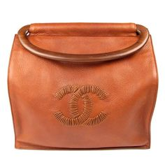 CHANEL - A classic. I have this in white with tortoise shell handle. Had no idea it came in brown. Chanel Handbags, Fashion Handbags, Purses And Handbags, Fashion Bags, Spring Purses, Spring Handbags, Tote Bags, My Bags, Handbag Accessories