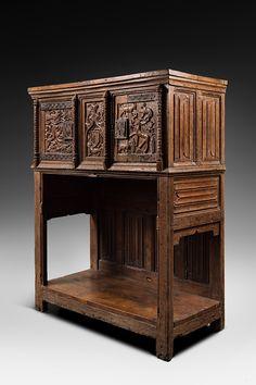 Gothic dressoir Renaissance Furniture, Gothic Furniture, Antique Furniture, Home Furniture, Goth Bedroom, Rustic Home Design, Church Architecture, Furniture Restoration, Furniture Styles