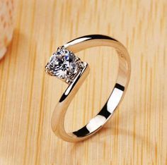 Curved pattern solitaire ring models