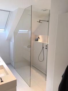 Inloopdouche onder schuine kap, volledig gekit Serie ONLY l   BALANCE BATHROOM