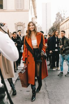 NEW MODEL LOOK Street style outfit ootd fashion style models style beautiful girls Daily Fashion, La Fashion Week, Milano Fashion Week, Next Fashion, Star Fashion, Fashion Models, Winter Fashion, Fashion Outfits, Ootd Fashion