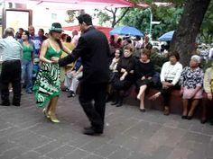 Danzon es una danza elegante que se estableció en Cuba antes de ser exportados a la aclamación popular en toda América Latina, especialmente México.