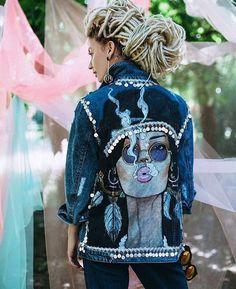 44 Flawless Outfit Ideas How To Wear Denim Jacket : Painted Denim Jacket, Painted Jeans, Painted Clothes, How To Wear Denim Jacket, Denim Jacket Fashion, Denim Kunst, Kleidung Design, Estilo Hippie, Diy Jeans