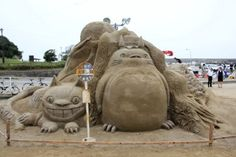 Amazing Japanese anime sand sculptures! This one is of Totoro and the Cat-bus!