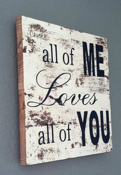 Wood signs are a hot new decorating trend and it's easy to see why they've become so popular. Find and save the best wood signs ideas and start decorating your home. Arte Pallet, Pallet Art, Pallet Signs, Pallet Crafts, Pallet Projects, Home Projects, Wood Crafts, Diy Crafts, Vinyl Projects