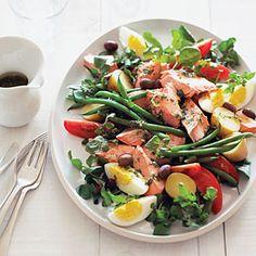 Salada niçoise com salmão