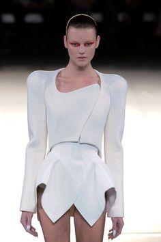 future girl, future fashion, futuristic look, Futuristic Fashion, Thierry Mugler, futuristic sty