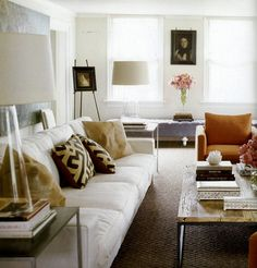 living room of Istvan Francer sports another eclectic mix of new and old. Photo via Elle Decor.