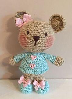 Crochet Bear This Pin was discovered by Mar Crochet Bear Patterns, Crochet Doll Pattern, Amigurumi Patterns, Crochet Animals, Crochet Teddy, Cute Crochet, Crochet Baby, Knitted Dolls, Crochet Dolls