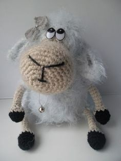 Вязаная игрушка крючком овечка передаст всю вашу любовь и нежность, принесёт в дом мир и благополучие.