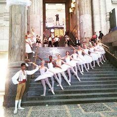 romi_ill Milano,  stazione centrale nel pomeriggio #milano #stazionecentrale #dance #balletto #danzaclassica #ballerini #dancer #ballett #instadaily #picoftheday #milan #railwaystation