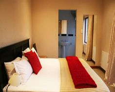 Midrand Guest House - Midrand Guest House is situated in a quiet neighbourhood conveniently located midway between Pretoria and Johannesburg.  We offer secure, comfortable, modern accommodation, not often found in the area. ... #weekendgetaways #johannesburg #southafrica