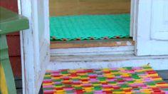 Åsas och Jonathans dörrmattor.