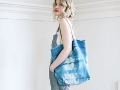 A summer tote for blue-sky days.