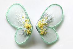 Bead Embroidery Tutorial, Hand Embroidery Designs, Beaded Embroidery, Fabric Butterfly, Butterfly Embroidery, Wire Jewelry Earrings, Cute Earrings, Gold Work, Beaded Brooch