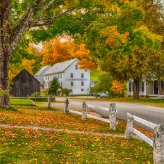 Go on a classic Vermont photo tour with a local photographer. With the Woodstock Photo Tour, capture the beauty that other tourist won't get to see. Woodstock Photos, Woodstock Vermont, Local Photographers, Landscape Photographers, New England Fall Foliage, October Country, Autumn Scenery, New England Style, Autumn Inspiration