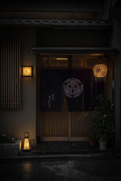 thekimonogallery:  Japanese noren (door curtain). Traditional Japanese Restaurant. Kyoto, Japan. 割烹きたむら. Photography by gaap on photohito