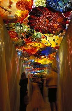 DALE CHIHULY  PERSIAN SEAFORM CEILING  REFLECTIONS OF CHIHULY:   A NAPLES MUSEUM OF ART INAUGURAL EXHIBITION  ON DISPLAY NOVEMBER 2, 2000 - MARCH 15, 2001  NAPLES MUSEUM OF ART, PHILHARMONIC CENTER  NAPLES, FLORIDA