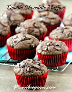 Double the chocolate equals pure chocolate bliss - Double Chocolate Chip Muffins! Perfect for breakfast or as a snack! Sweets Recipes, Candy Recipes, No Bake Desserts, Cupcake Recipes, Cupcake Cakes, Snack Recipes, Breakfast Recipes, Yummy Treats, Delicious Desserts
