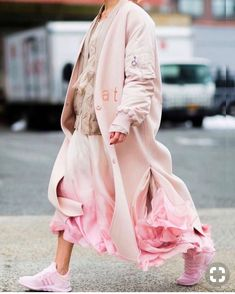 The Best Street Style From New York Fashion Week NYFW Street Style - pink all over - pink Adidas, pink over coat, pink rifled skirt, beige sweater. You NEED to wear pink this spring Street Style Fashion Week, Best Street Style, Street Style Outfits, Nyfw Street Style, Cool Street Fashion, Street Chic, Street Styles, Estilo Fashion, Moda Fashion