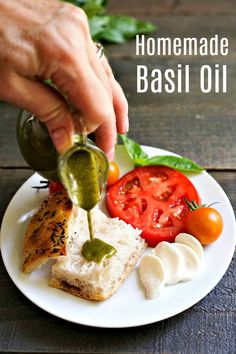 This homemade basil oil recipe is such a delicious topping! It's a great way to use fresh basil in the summer. Fresh Basil Recipes, Herb Recipes, Canning Recipes, Italian Recipes, Real Food Recipes, Great Recipes, Vegan Recipes, Favorite Recipes, Healthy Cooking