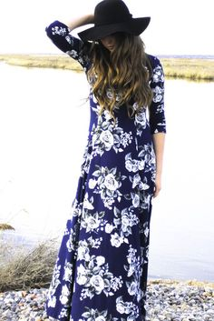 We are in love with this dress.❤ This Floral print maxi dress is quite the casual elegance dress with 3/4 sleeves.