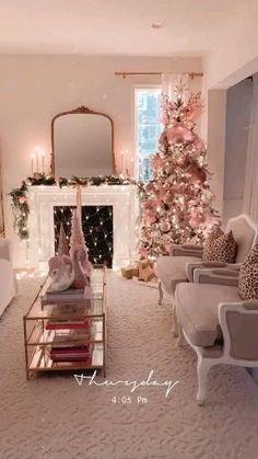 Pink Christmas Decorations, Christmas Card Crafts, Christmas Room, Christmas Tree Themes, Cozy Christmas, Rustic Christmas, Beautiful Christmas, Holiday Decor, Christmas Staircase Decor