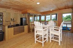 SOUTHERN COMFORT | 5 bedrooms, 4.1 baths, 1 lot back from the ocean in Avon