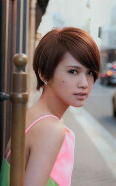 Rainie Yang (born: June Taipei, Taiwan) is a Taiwanese singer, actress, model and TV host. Chic Short Hair, Asian Short Hair, Long To Short Hair, Medium Short Hair, Short Wedding Hair, Girl Short Hair, Medium Hair Styles, Short Hair Styles, Pixie Hairstyles