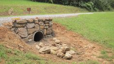 Take a look at this essential illustration in order to look at the offered guida… - Hof Ideen Driveway Culvert, Gravel Driveway, Concrete Driveways, Driveway Landscaping, Outdoor Landscaping, Landscaping Ideas, Circle Driveway, Stone Driveway, Country Landscaping