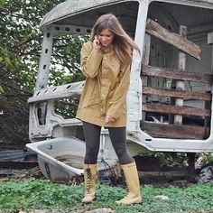 Que seas tan FELIZ que no sepas si vives o sueñas Al mal tiempo... buena cara! Feliz sábado ☔️ #quotes #saturday #Weekend #look #outfit #fashion #rainyday #raining #ilsejacobsen #rainsjournal