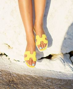 Discover recipes, home ideas, style inspiration and other ideas to try. Hermes Oran Sandals, Hermes Shoes, Hot Shoes, Shoes Heels, Flats, Hermes Slippers, Pink Luggage, Beautiful Sandals, Slipper Sandals